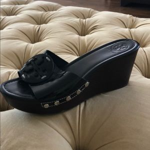 Like new Tory Burch Black Patent Wedge Sandals 8M